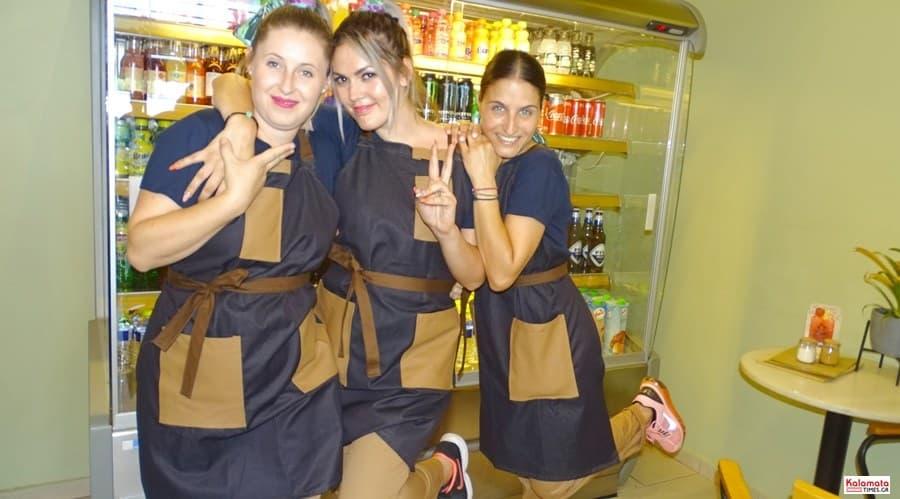 Καλαμάτα: Το προσωπικό από το καφέ Μαυροειδης με νέα εμφάνιση 4