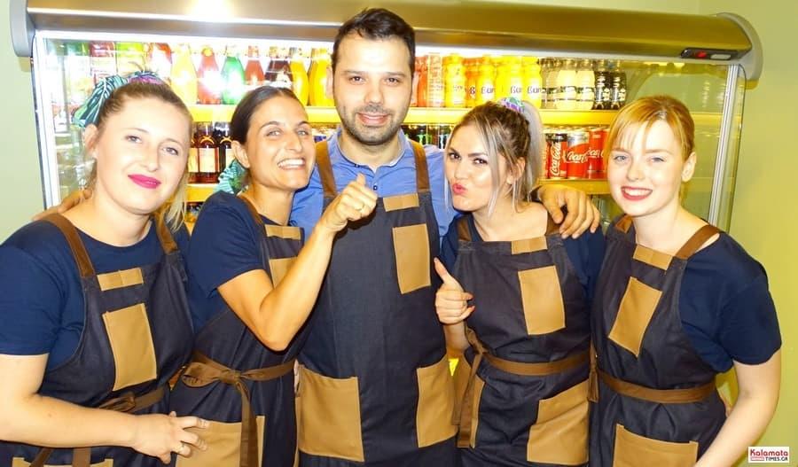 Καλαμάτα: Το προσωπικό από το καφέ Μαυροειδης με νέα εμφάνιση 2