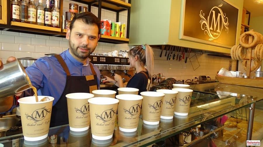 Καλαμάτα: Το προσωπικό από το καφέ Μαυροειδης με νέα εμφάνιση 9