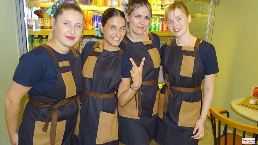 Καλαμάτα: Το προσωπικό από το καφέ Μαυροειδης με νέα εμφάνιση 10