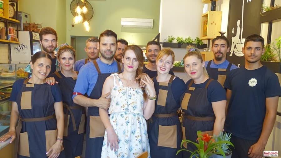 Το προσωπικό από το καφέ Μαυροειδης
