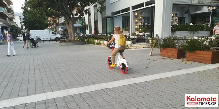 Ξεκίνησαν οι βόλτες με τα κοινόχρηστα ποδήλατα στην Καλαμάτα