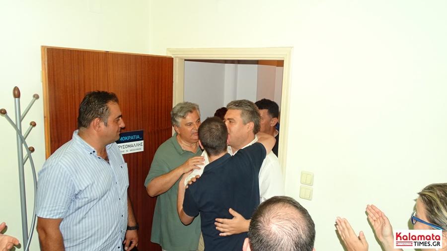 Χαμός στο εκλογικό κέντρο του Μίλτου Χρυσομάλλη! 6