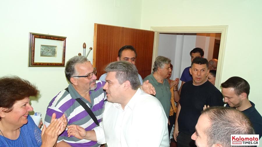 Χαμός στο εκλογικό κέντρο του Μίλτου Χρυσομάλλη! 7