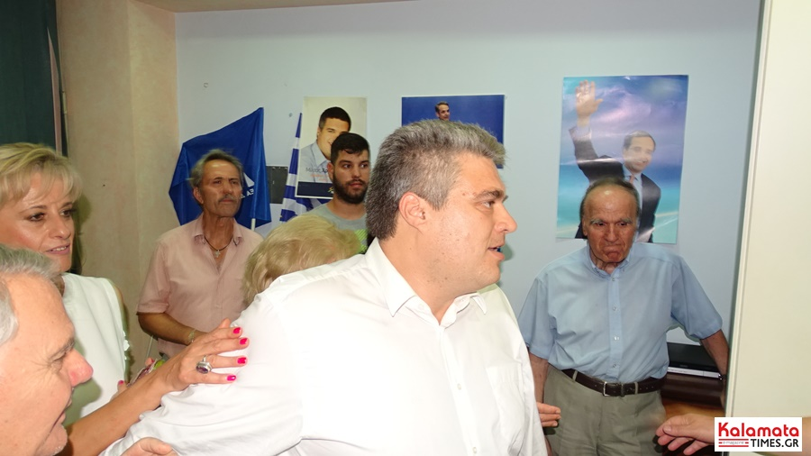 Χαμός στο εκλογικό κέντρο του Μίλτου Χρυσομάλλη! 10