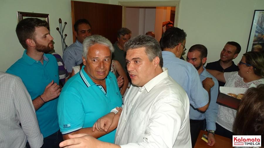 Χαμός στο εκλογικό κέντρο του Μίλτου Χρυσομάλλη! 11