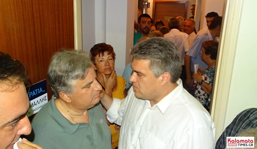 Χαμός στο εκλογικό κέντρο του Μίλτου Χρυσομάλλη! 12