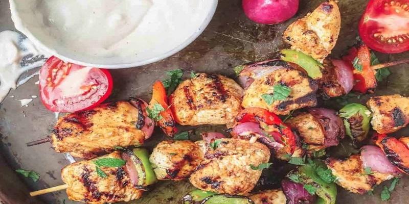 Τι να φάτε σήμερα: Σουβλάκια κοτόπουλο με σως ταχίνι 1