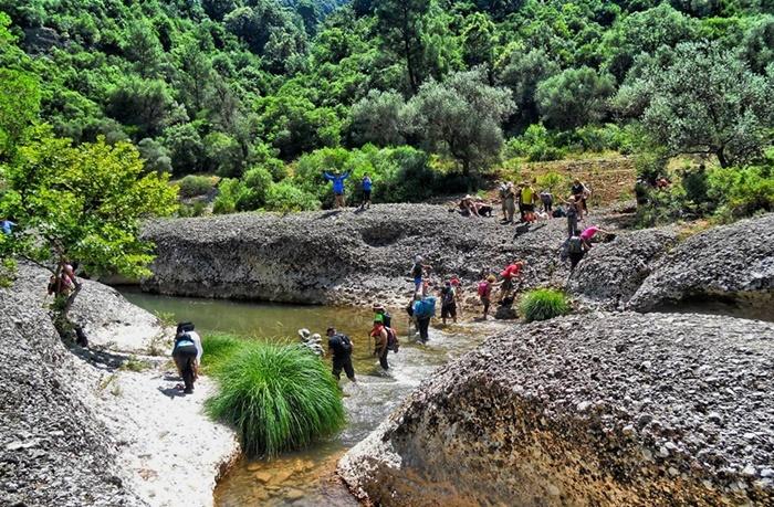 Οι πεζοπόροι του Ευκλή στο δροσερό φαράγγι του Ερύμανθου ποταμού 4