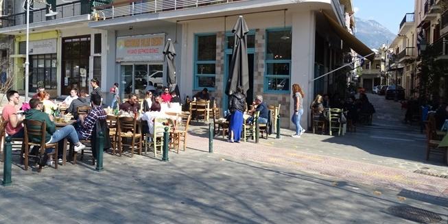 Διασκέδαση σε ρεμπέτικους τόνους στο Ουζοτσιπουρομεζεδοκαφενές «Αριστοτέλειο» 1