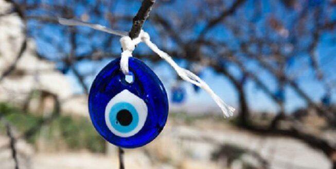 Οι Ελληνες πιστεύουν στο «κακό μάτι»!