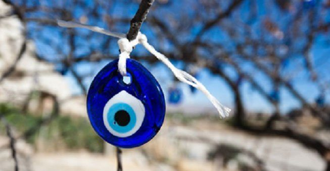 Οι Ελληνες πιστεύουν στο «κακό μάτι»! 7