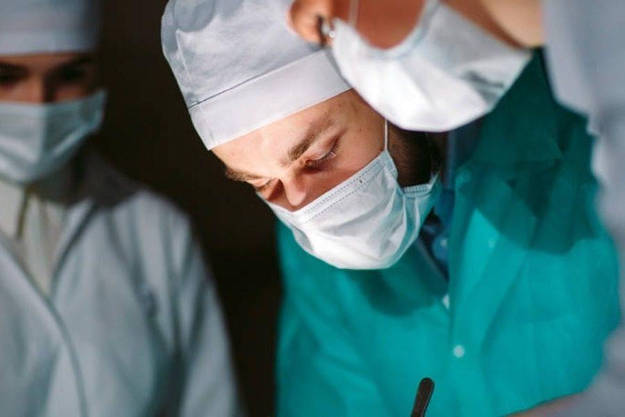 Φρίκη! Παιδόφιλος χειρουργός «κρατούσε ημερολόγιο» για την κακοποίηση 250 παιδιών 6