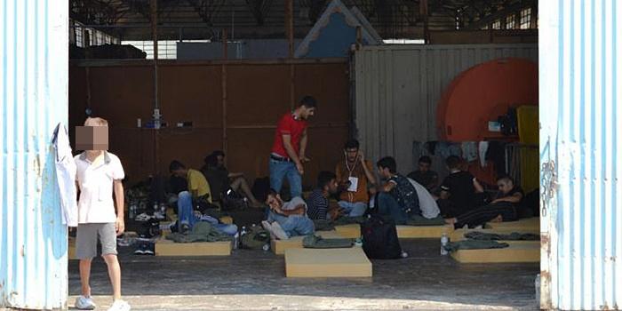 45 μετανάστες κρατούνται στο λιμάνι της Καλαμάτας 1