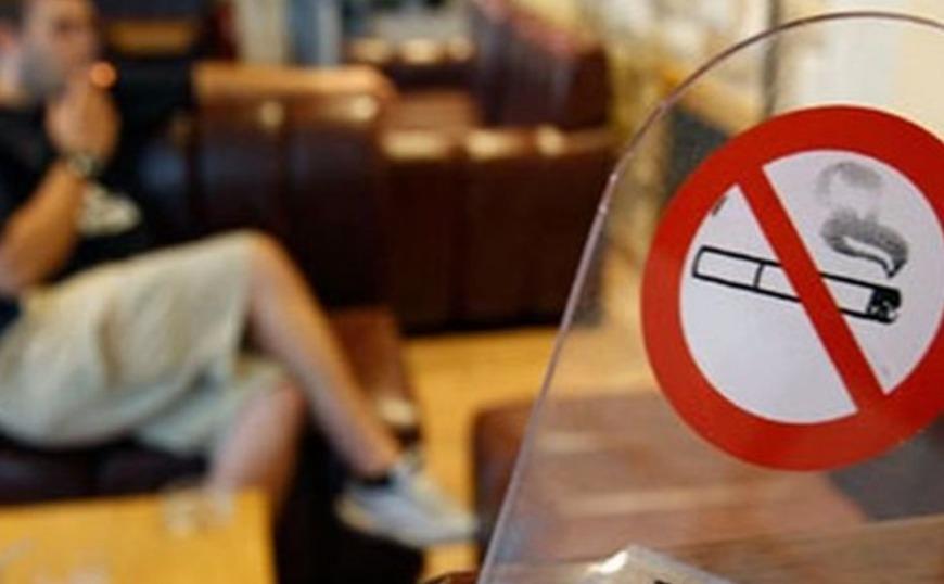 Θες να καπνίσεις; «Βγες έξω» – Κόβεται το τσιγάρο… μαχαίρι σε όλα τα καφέ και τα εστιατόρια 1