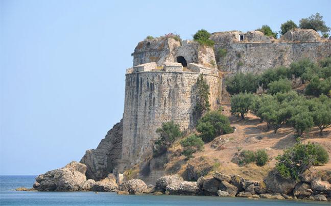 Πάμε βόλτα Στα παράκτια κάστρα Κορώνης και Μεθώνης