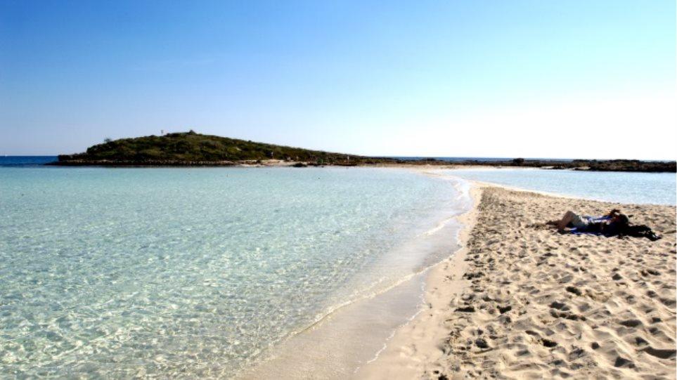Το ελληνικό νησί που έδιναν 500 ευρώ τον μήνα για να μείνεις εκεί 12