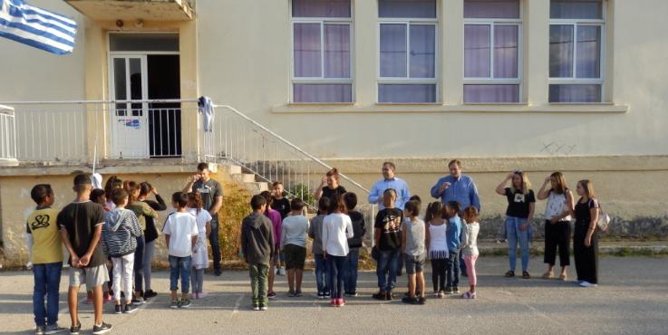 Σχολικά είδη σε 40 παιδιά καταγωγής Ρομά στο Δημοτικό Σχολείο Πλατέος προσέφερε ο Δήμαρχος 3