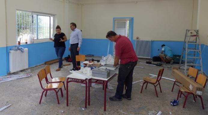 Σχολικά είδη σε 40 παιδιά καταγωγής Ρομά στο Δημοτικό Σχολείο Πλατέος προσέφερε ο Δήμαρχος 2