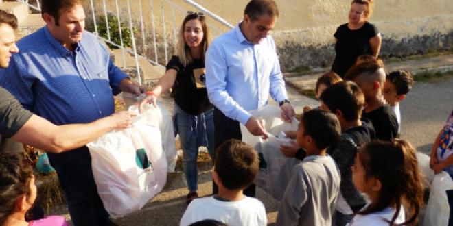Σχολικά είδη σε 40 παιδιά καταγωγής Ρομά στο Δημοτικό Σχολείο Πλατέος προσέφερε ο Δήμαρχος