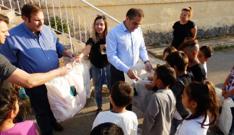 Σχολικά είδη σε 40 παιδιά καταγωγής Ρομά στο Δημοτικό Σχολείο Πλατέος προσέφερε ο Δήμαρχος 9