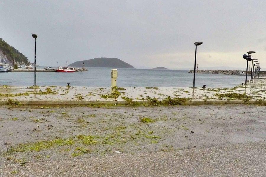 Σκόπελος: Σε κατάσταση έκτακτης ανάγκης το νησί μετά το χαλάζι 1