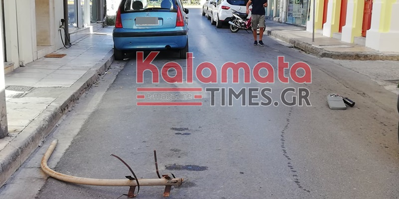 Καλαμάτα: Απίστευτο... έπεσε από κολόνα της ΔΕΗ ο βραχίονας μαζί με τη λάμπα στη μέση του δρόμου 3