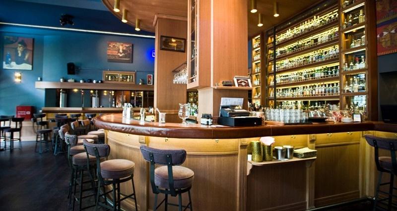 Άνοιξε μπαρ στο οποίο πληρώνεις «με την ώρα». Και πίνεις όσο θες (ή όσο αντέχεις) 1
