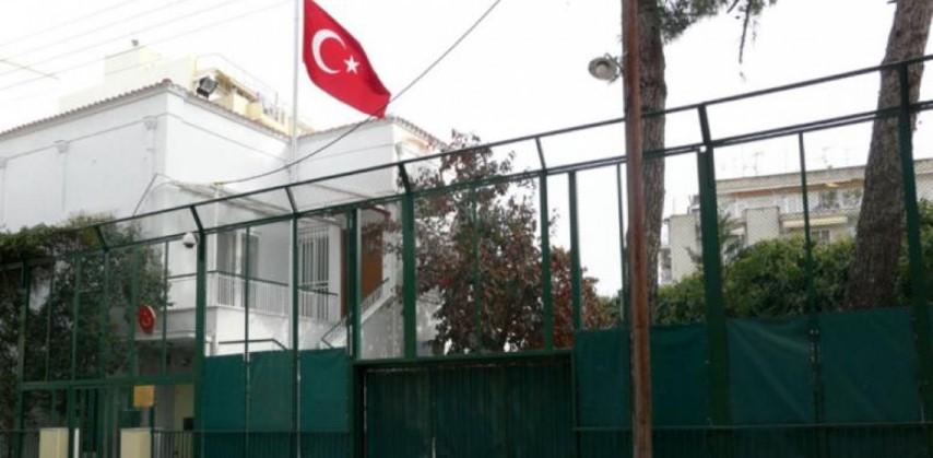 Θεσσαλονίκη: Ο Ρουβίκωνας μπήκε στο τουρκικό προξενείο και σήκωσε πανό υπέρ των Κούρδων 12