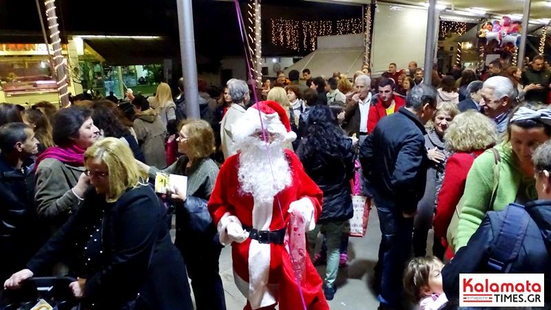 Άναψε το Χριστουγεννιάτικο δέντρο στην Κεντρική Αγορά Καλαμάτας 4