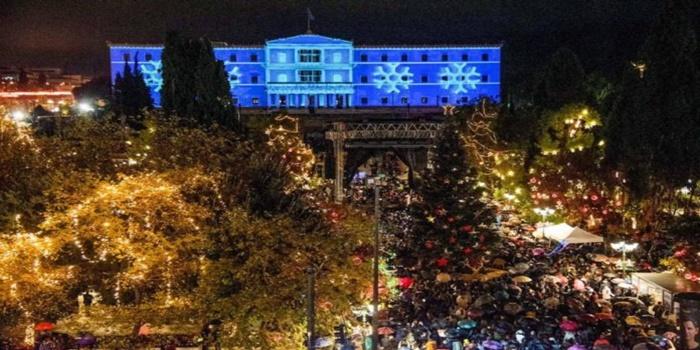 Υπό βροχή φωταγωγήθηκε το χριστουγεννιάτικο δέντρο στην Αθήνα 9