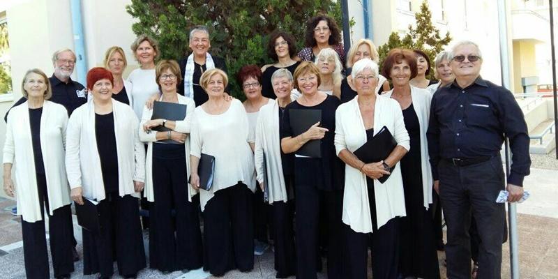Θρησκευτικά άσματα στην εκκλησία των Ταξιαρχών από τη χορωδία Allegri 3