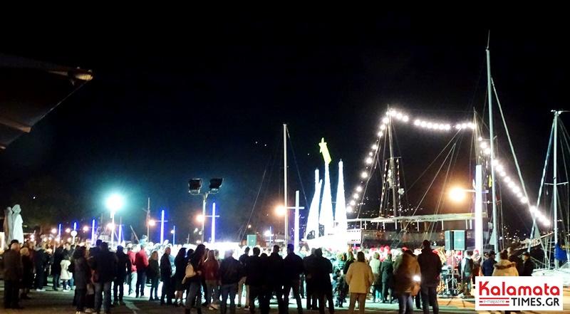 Άναψε το χριστουγεννιάτικο καράβι στο λιμάνι της Καλαμάτας 2