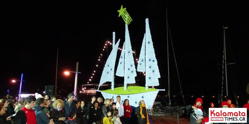 Άναψε το χριστουγεννιάτικο καράβι στο λιμάνι της Καλαμάτας 3