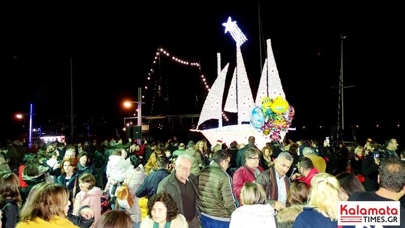 Άναψε το χριστουγεννιάτικο καράβι στο λιμάνι της Καλαμάτας 9