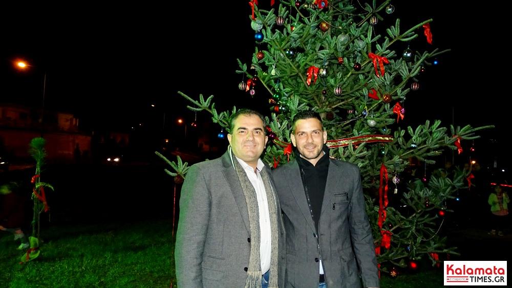 Φωταγωγήθηκε το φυσικό χριστουγεννιάτικο δέντρο στο Φραγκοπήγαδο 2