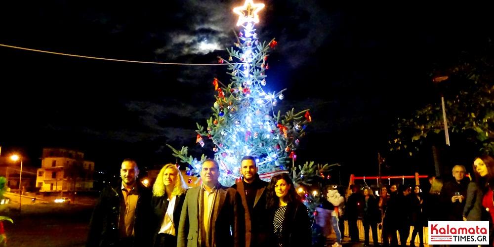 Φωταγωγήθηκε το φυσικό χριστουγεννιάτικο δέντρο στο Φραγκοπήγαδο 5