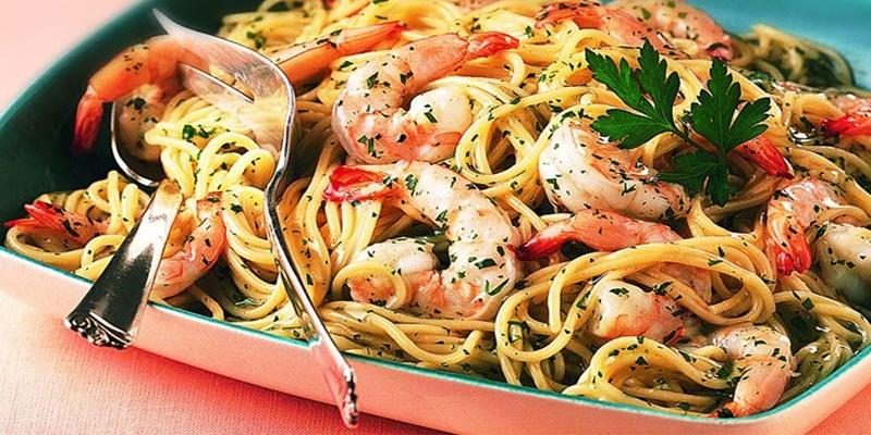 Συνταγή για λαχταριστή γαριδομακαρονάδα με σκόρδο 8