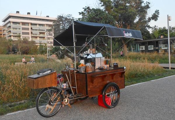 Το πρώτο μικρό καφέ μπαρ δρόμου της πόλης 3