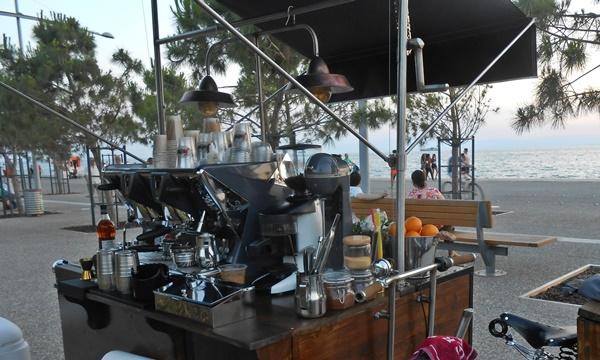 Το πρώτο μικρό καφέ μπαρ δρόμου της πόλης 2