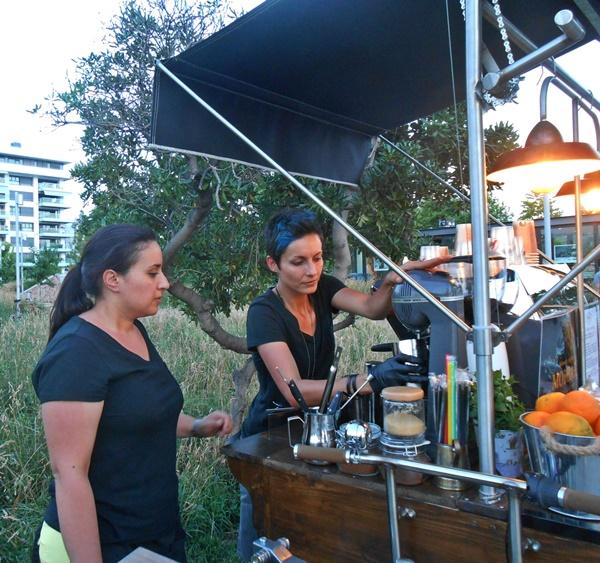 Το πρώτο μικρό καφέ μπαρ δρόμου της πόλης 4