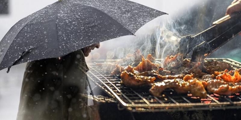 Με βροχή η Τσικνοπέμπτη στην Καλαμάτα 12
