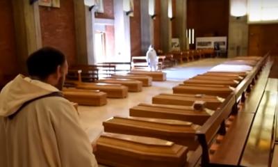 Κορονοϊός Ιταλία: Εκκλησία γεμάτη φέρετρα στο Μπέργκαμο 12