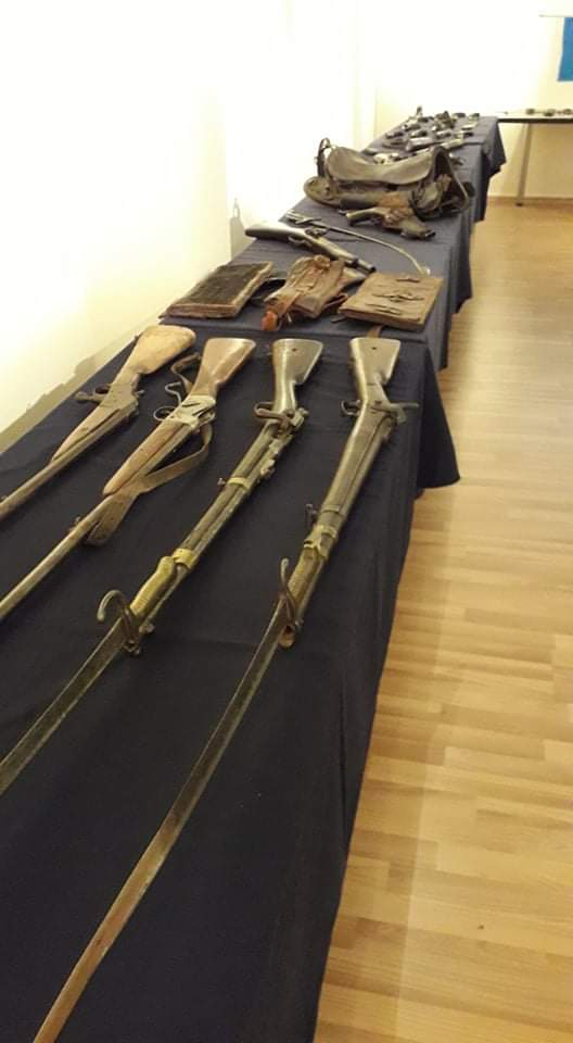 """""""Οι Ελληνομνήμονες"""" Έκθεση όπλων και κειμηλίων της Επανάστασης του 1821 2"""