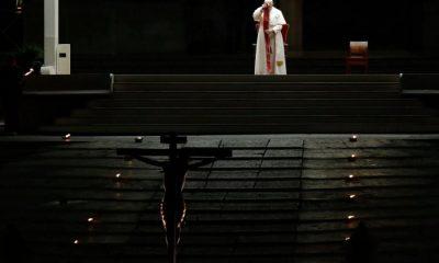 Βατικανό: Μόνος στη λειτουργία της Μεγάλης Παρασκευής ο Πάπας Φραγκίσκος 6