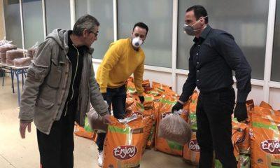 Δήμος Περιστερίου: Μοίρασε τροφή για τα αδέσποτα ζώα στους εθελοντές 13