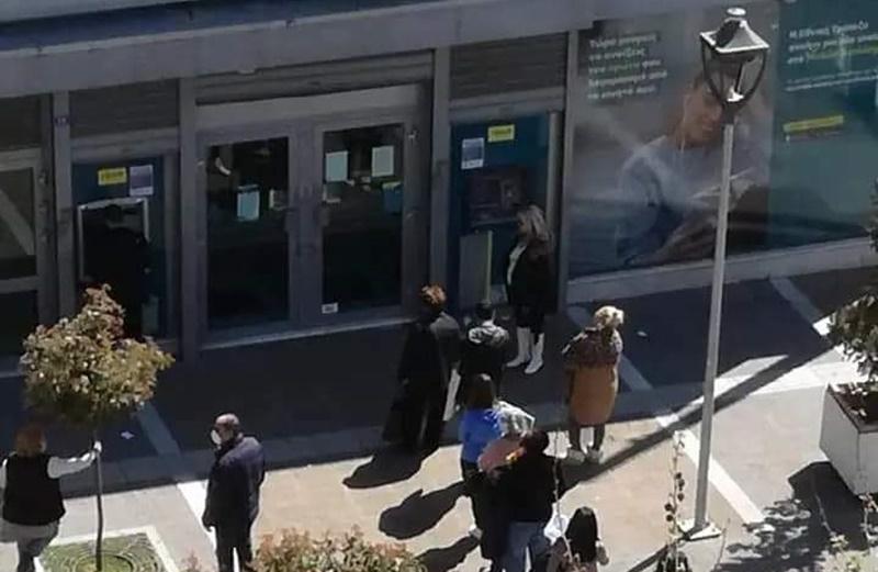 Το Νομαρχιακό Παράρτημα της ΟΤΟΕ Μεσσηνίας για τις ουρές συμπολιτών μας στις τράπεζες 13
