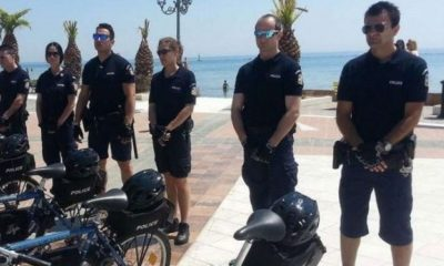 Αστυνομικοί της ΕΛ.Α.Σ με βερμούδες και ποδήλατα θα περιπολούν στις παραλίες 2