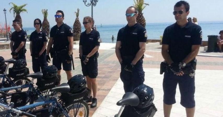 Αστυνομικοί της ΕΛ.Α.Σ με βερμούδες και ποδήλατα θα περιπολούν στις παραλίες 4