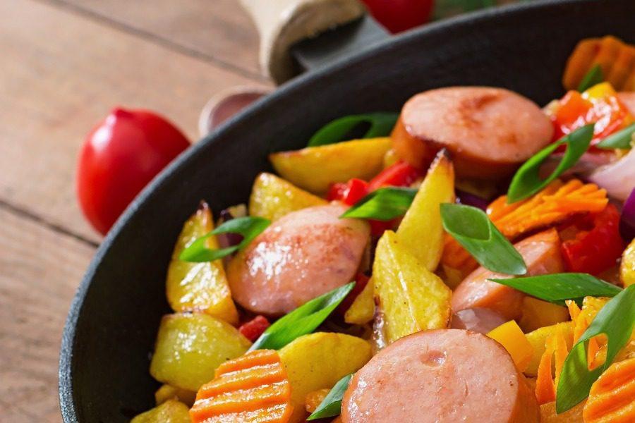 Τηγανιά λουκάνικο με πατάτες σε 20 λεπτά 4